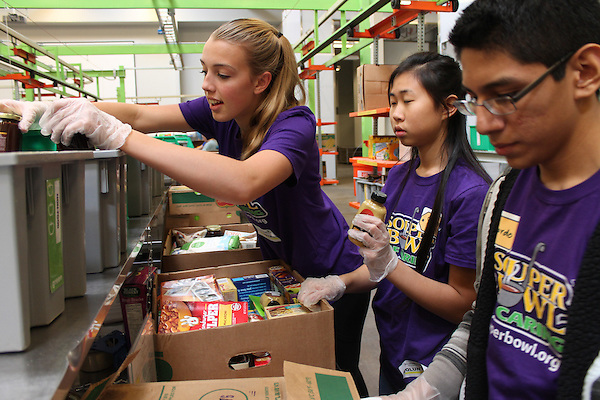 CVHS students volunteering at the Houston Food Bank